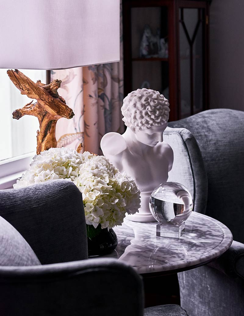 Marble Side Table with Sculptures, Flowers, and Wood Lamp.